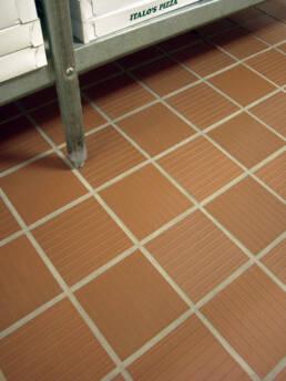 Metro Tread® 31T Mayflower Red | 6 x 6